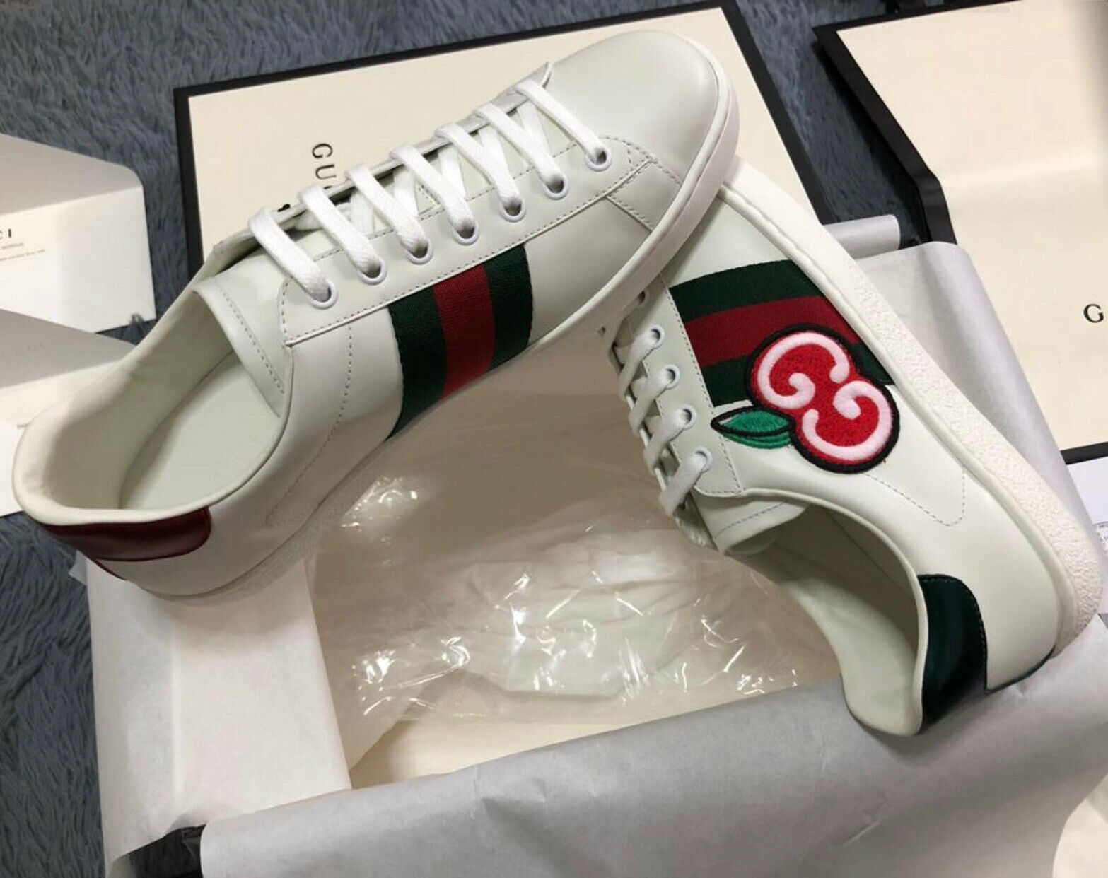 Gucci Ace GG Apple