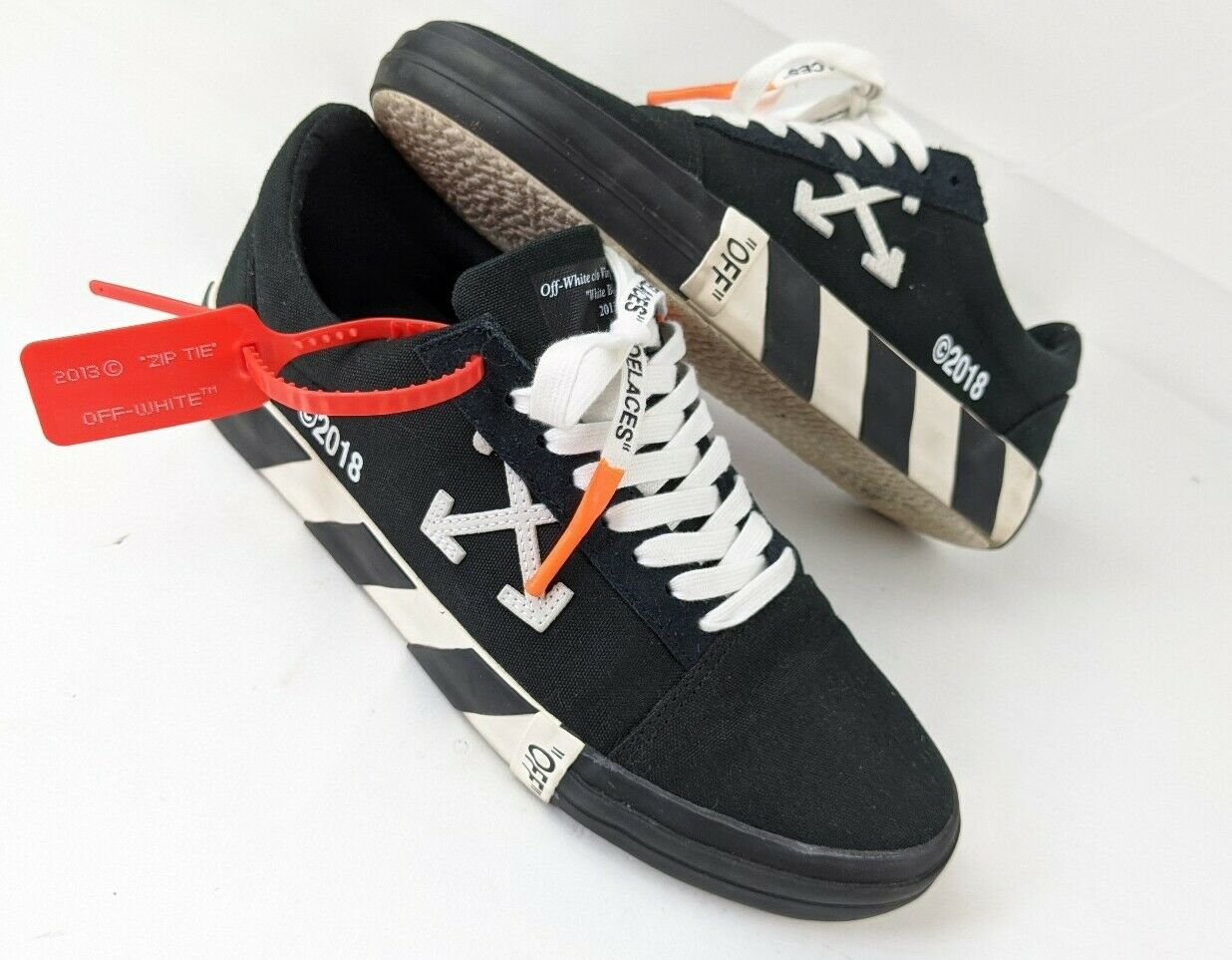 Off White Low Vulc Black White