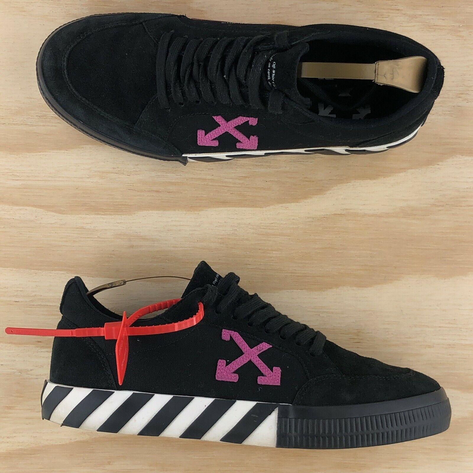 Off White Vulc Low Black Fuchsia