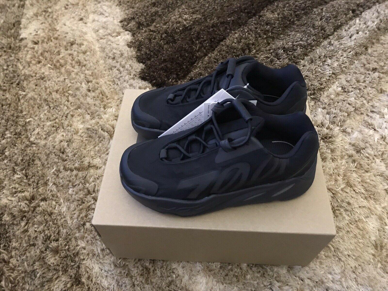 adidas Yeezy Boost 700 MNVN Black Kids